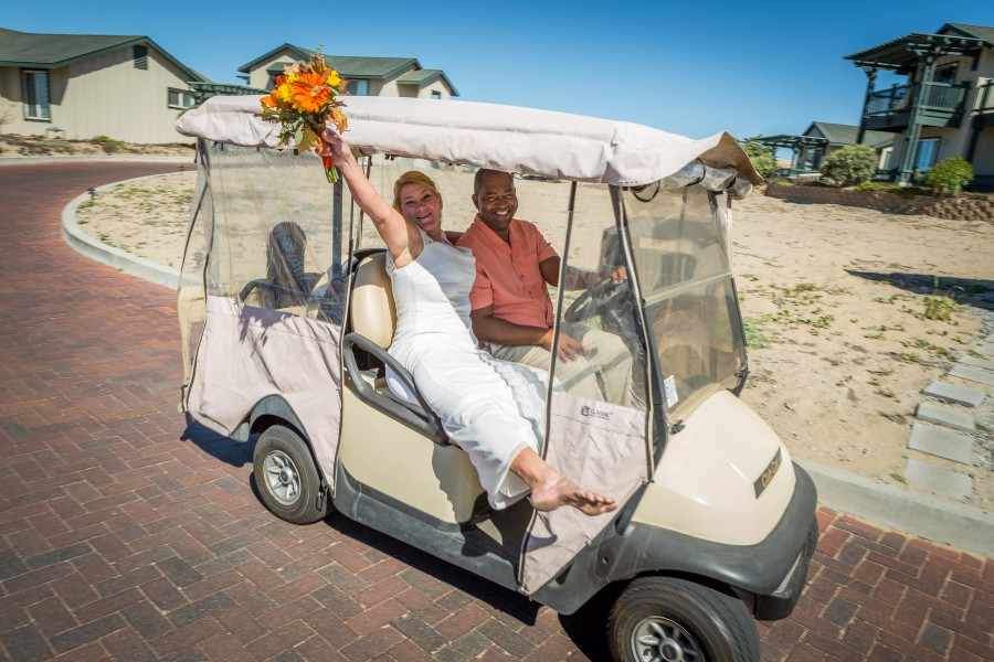 golf-cart-couple