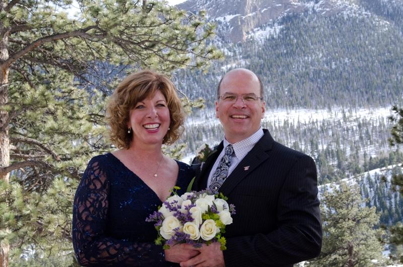 estes-park-eloping-couple