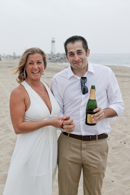 couple-on-the-beach-with-wine