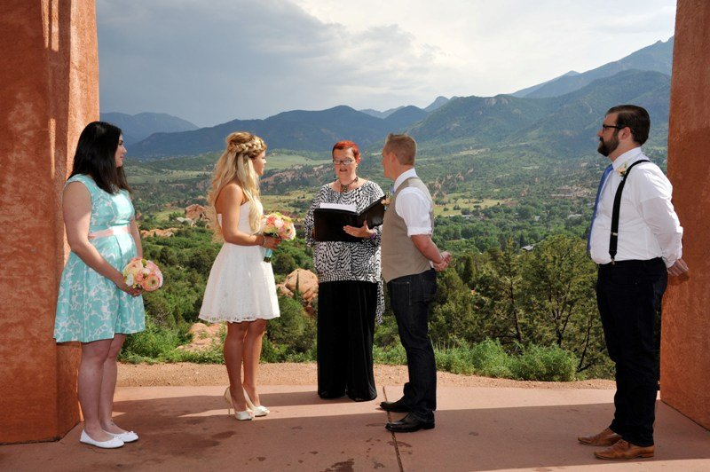 garden-of-the-gods-wedding-ceremony