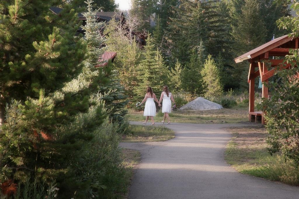 newlywed walk